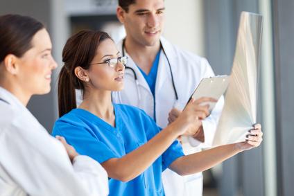 In medizinischen Berufen wird auch auf die Wirkung der Farben gesetzt